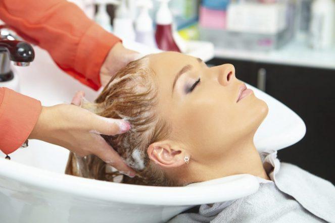 How An Anti-Dandruff Shampoo Works