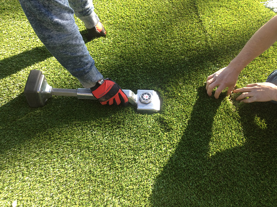 How To Find The Best Artificial Grass Installers At Your Place?